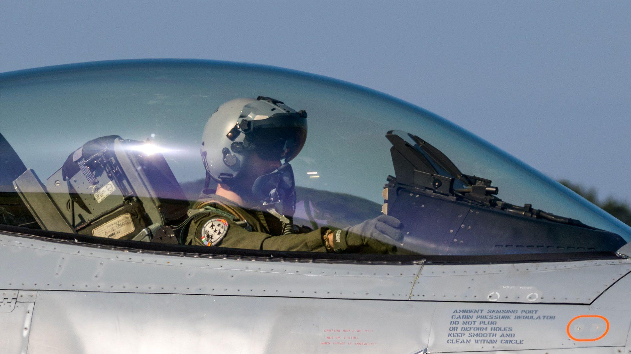 Pic: American pilot in cockpit